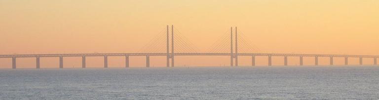 Suedia- Portul Öresund din Danemarca la apus.